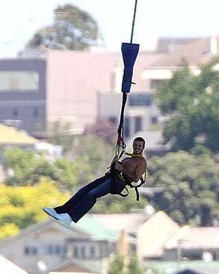 Дэвид Бекхэм прыгнул с моста (фото)
