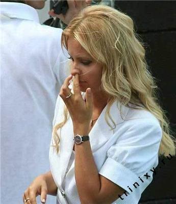Блондинки правлять світом. Грудьми, спідницею і уміщем ...