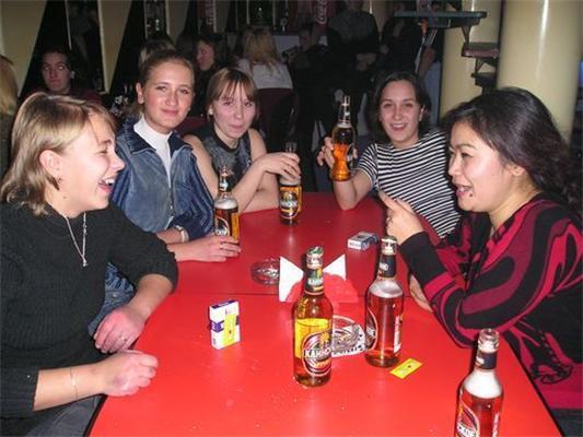 Гопотека - дискотека для недорозвинених. Семки, пиво і водяра