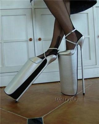 Чудовища на огромных каблуках