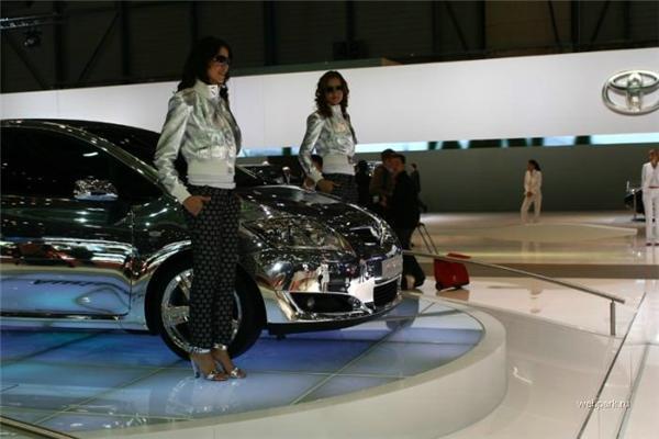 Красивые девушки плюс красивые машины - равно позитив!