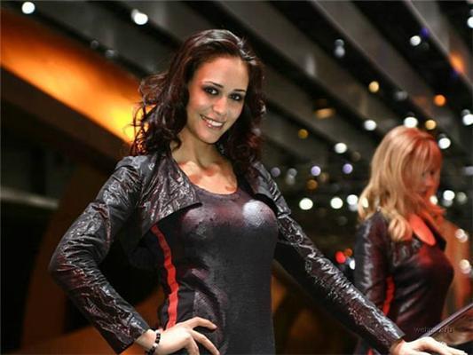 Тюнінг-шоу - гарні дівчата і круті суперкари!