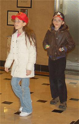 Діти Майкла Джексона сфотографовані без масок