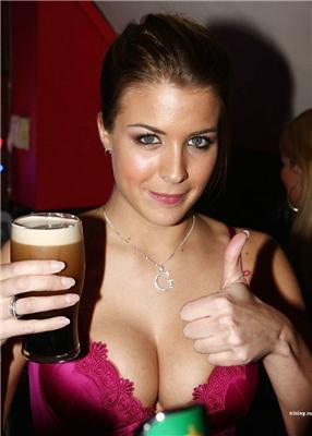 """Джемма Аткинсон,Gemma Atkinson,""""на пиве"""" забыла одеть платье"""
