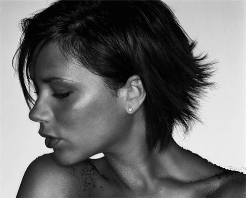 Вікторія Бекхем у запашному тютюні і в новій фотосесії