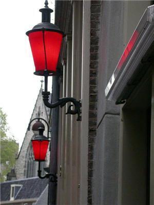 Еб, твоє місто в червоних вогнях і вулиці в ліхтарях!