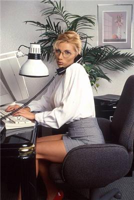 """Кастинг секретарок на """"Обозі"""". Яку брати, порадьте?"""