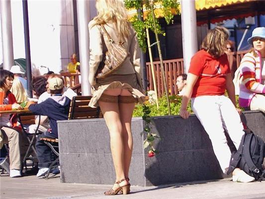 Самая откровенная уличная мода. Модно раздеваться!