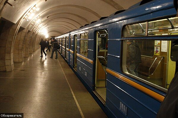 У Києві під потяг метро потрапила дитина