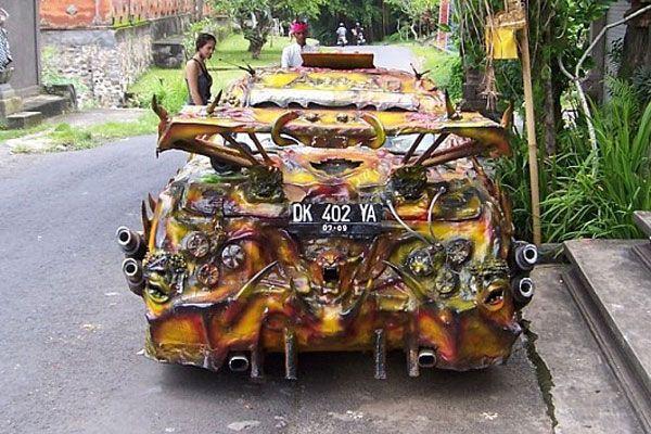 Авто, від якого плачуть діти і сахаються бомжі