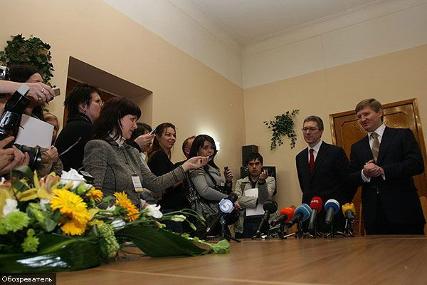 """Ахметов не може кинути """"регіони"""""""