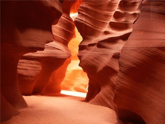Каньйон Антилопи - згубне місце фотографів. А вони все лізуть ..