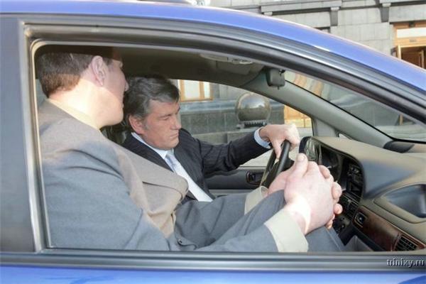 Я не знаю его звания, но водителем у него сам Ющенко...