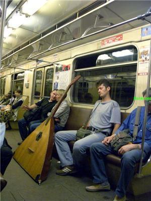 Підземний світ метро. Сталін, собаки і коні в пальто
