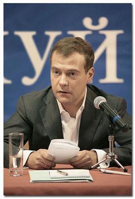 Первое фото при власти: Медведев и ..УЙ