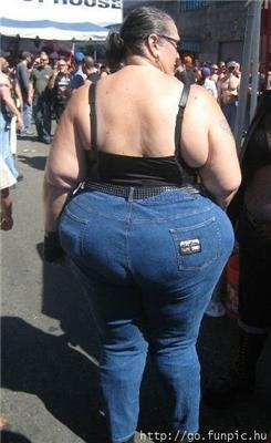 Странные люди. Рвут штаны под стринги, надувают брюки...