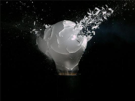 Розстріляне серце троянди і хрусталь.Високоскоростная зйомка