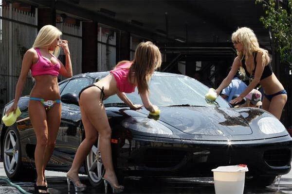 Еротична автомийка для власників Ferrari!