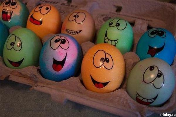 Позитив дня.Деревянние члени, червоні яйця і соска блондинки