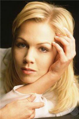 """Блондинко з """"Беверлі Хіллз 90210"""""""