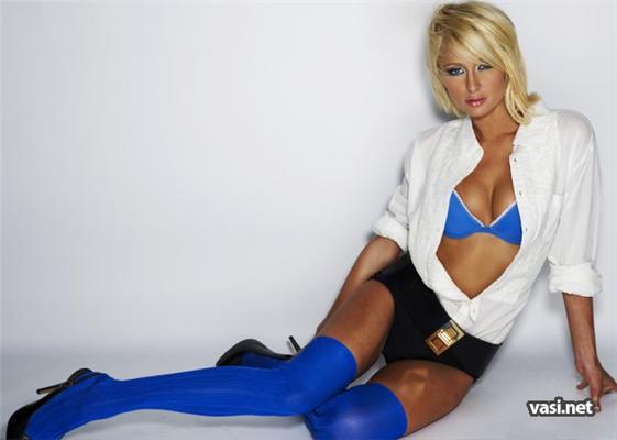Новые фото гламурной Перис Хилтон. С синяками на ногах