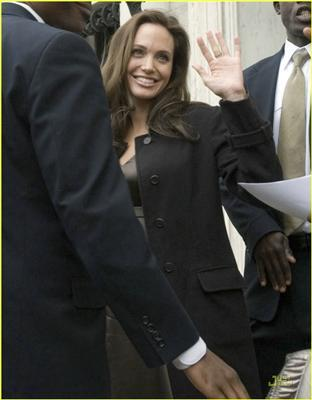 Анджеліна Джолі - все беремчестей і беремчестей