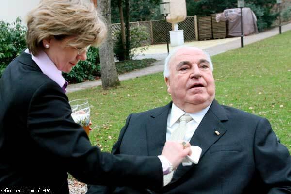Гельмут Коль женился прямо в больнице