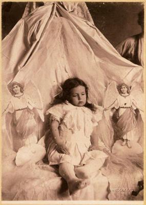 Шокуюче. Фотографії МЕРТВИХ дітей на пам'ять батькам