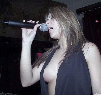 Этим певицам главное - не голос. Им надо поменьше одеть