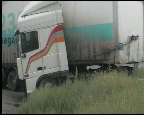 Страшная авария в Крыму! Фура расплющила микроавтобус!