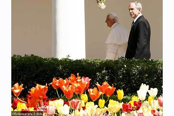 Буша удостоїли безпрецедентною аудієнції у Папи Римського