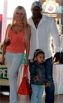 П'єр Нарцис із дружиною та донькою. Ось це зайчиха!