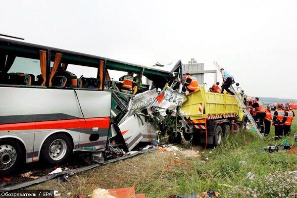 Поезд врезался в школьный автобус. Погибли дети