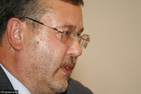 Екс-міністр оборони закликає парламент до бунту