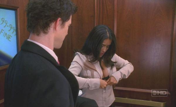 Телка разделась в лифте — 3