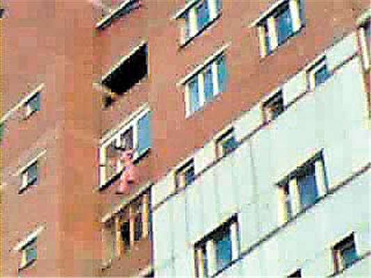 Девушка выбросилась из окна, попав в кредитную ловушку