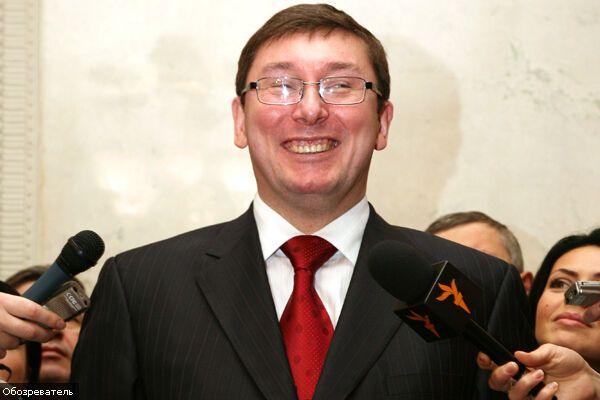 Луценко вдарив Черновецького за законом