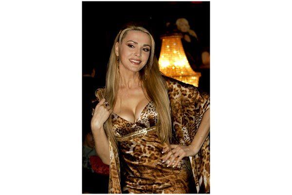seks-s-oligarhov-blondinka-anal-zhestko-gruppovoy