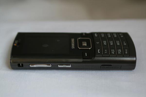 Samsung SGH-D780 DuoS в развороте