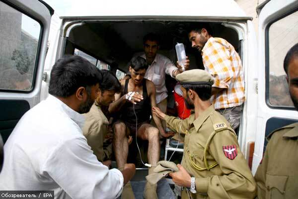 Индийские террористы бросили гранату в толпу