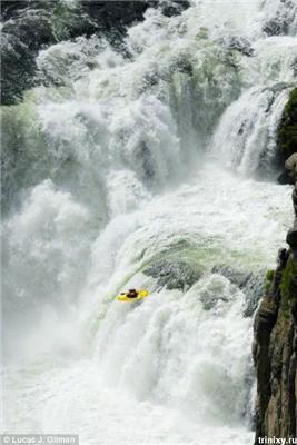 Безумству хоробрих ... Фотографії божевільних стрибків у безодню
