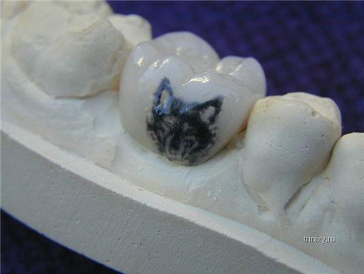 Не забуду матір рідну. Татуйовані ... зуби!