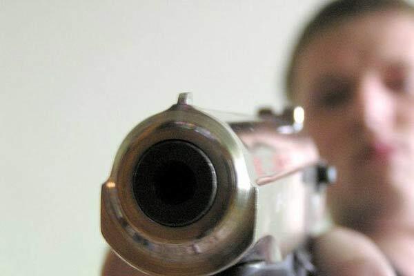 Пенсионер отстреливал соседей из ружья