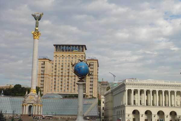 """Иностранцам в """"Борисполе"""" продавали билеты на Крещатик"""