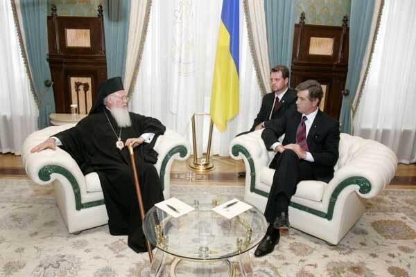 Оскорбленный Патриарх Алексий II вылетел в Киев