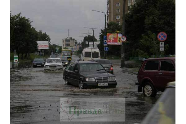 Из-за наводнения закрыта дорога на Одессу