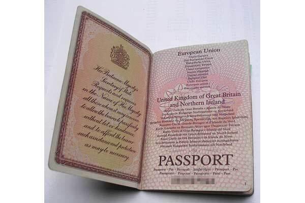 Три тысячи паспортов похищены в Британии
