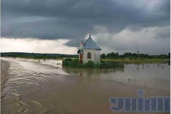Наводнение забрало уже 30 жизней