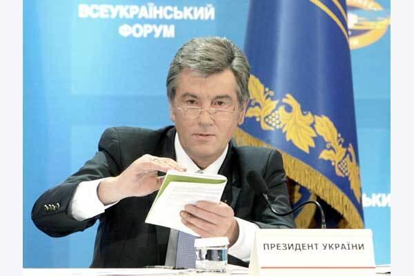 Ющенко требует от чиновников говорить на украинском