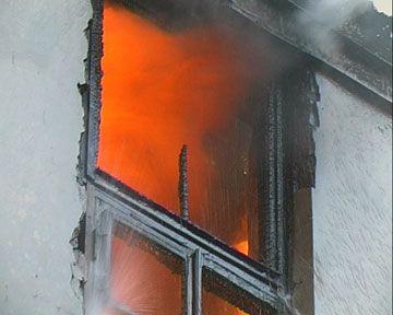 На Подолі горіла будівля